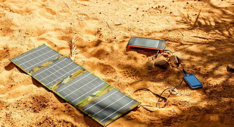 9 Best Solar Phone Chargers in 2021 – Features & Buying Guide