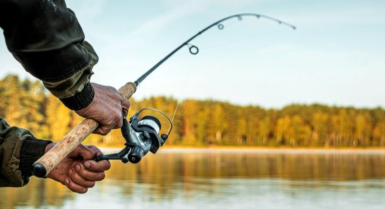 7 Best Fishing Watches in 2021 – Buying Guide